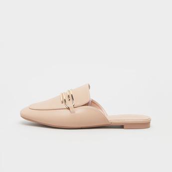 حذاء ميول بارز الملمس بزينة ميتاليك وكعب مكدس