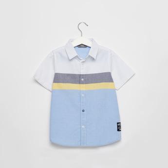 قميص قوالب ملونة بأكمام قصيرة