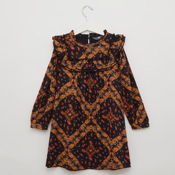 فستان بياقة عادية مكشكشة وطبعات وأكمام طويلة