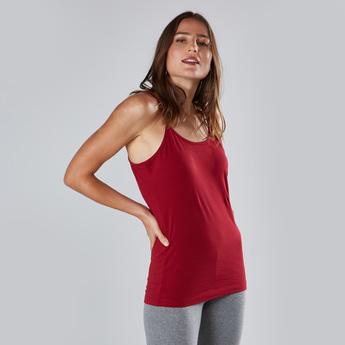 قميص داخلي قصير سادة بحمّالات رفيعة
