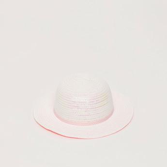 قبعة بتفاصيل ترتر