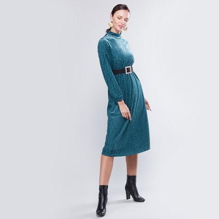 فستان واسع متوسط الطول بارز الملمس بتفاصيل حزام وأكمام طويلة