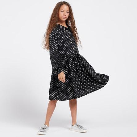 فستان منقط بطول الركبة بياقة وأكمام طويلة وياقة عادية