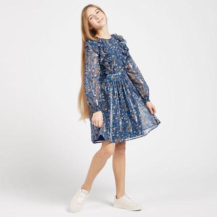 فستان بياقة مستديرة وأكمام طويلة وطبعات زهرية وكشكش