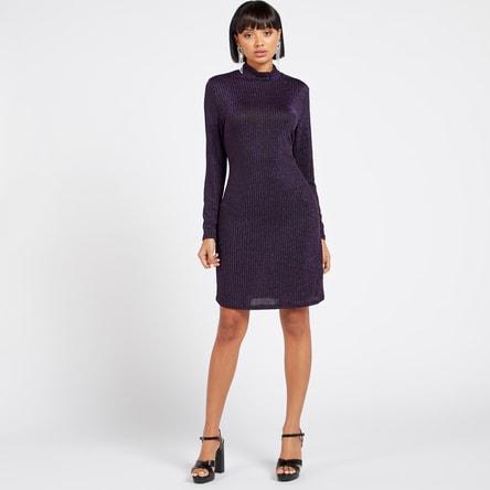 فستان مضلع بقصة ضيقة وأكمام طويلة وياقة عالية