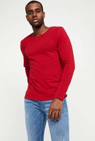 BOSSINI Men Solid Henley Neck T-shirt