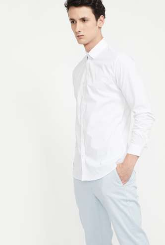 V DOT Solid Skinny Fit Casual Shirt