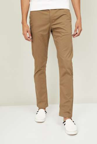 FAME FOREVER Men Solid Slim Tapered Chinos