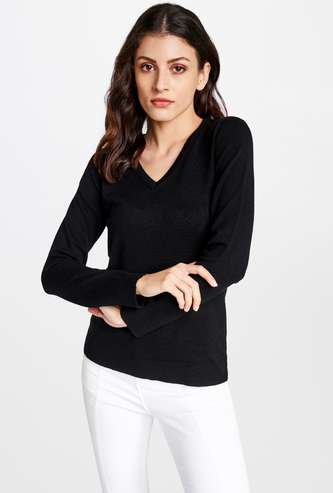 AND Women Solid V-neck Pullover
