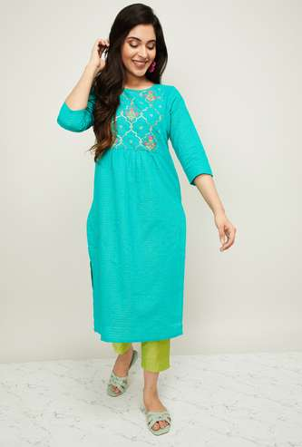 MELANGE Women Floral Embroidered Kurta with Straight Pants