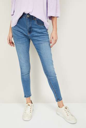 FAME FOREVER Women Light-Washed Slim Fit Jeans