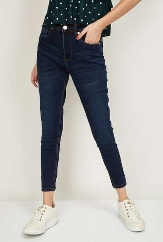 FAME FOREVER Women Stonewashed Slim Fit Jeans