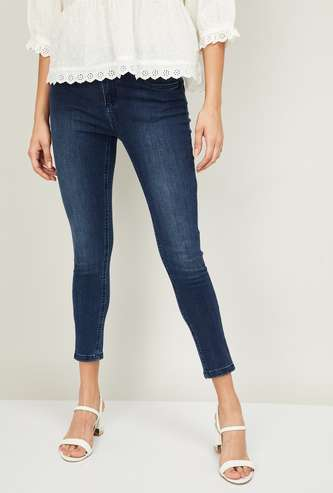 FAME FOREVER Women Stonewashed Slim Fit Cropped Jeans