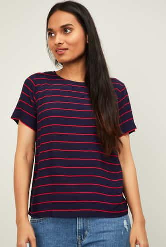 LEVI'S Women Striped Regular Fit Round-Neck T-shirt
