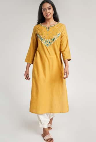 GLOBAL DESI Women Embroidered Three-quarter Sleeves Straight Kurta