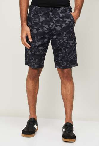 T-BASE Men Camouflage Print Cargo Shorts