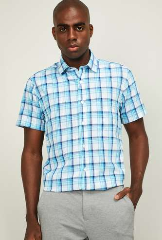 COLORPLUS Men Checked Slim Fit Short Sleeves Casual Shirt
