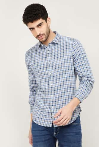 DENIMIZE Men Checked Spread Collar Casual Shirt
