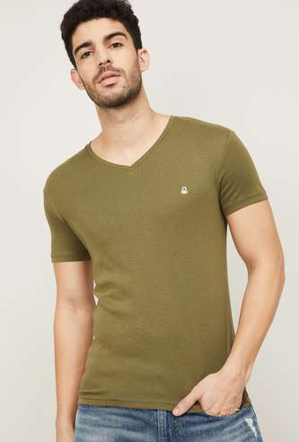 UNITED COLORS OF BENETTON Men Solid V-Neck T-shirt