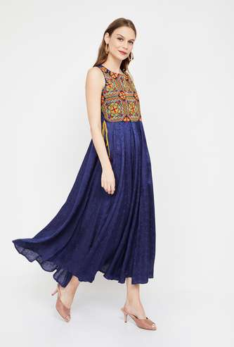 COLOUR ME Floral Embroidery Sleeveless Midi Dress