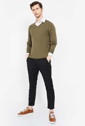 CELIO Solid V-neck Pullover