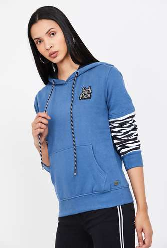 CAMPUS SUTRA Printed Full Sleeves Hooded Sweatshirt