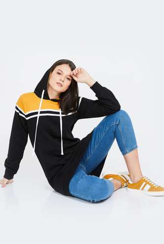 CAMPUS SUTRA Colourblock Hooded Sweatshirt
