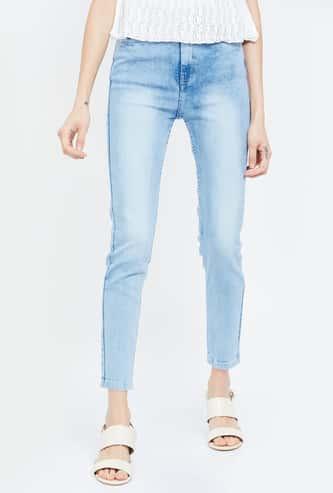 FAME FOREVER Lightly Washed Slim Fit Cropped Jeans