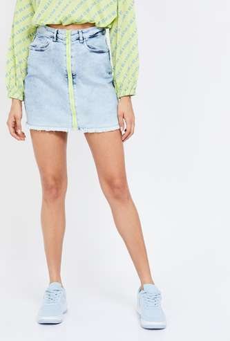 GINGER Solid Frayed Hem Zip-Up Denim Skirt