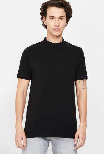 FAME FOREVER Men Solid Regular Fit T-shirt with Mandarin Collar
