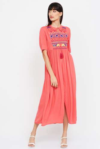 COLOUR ME Embroidered Short Sleeves Midi Dress