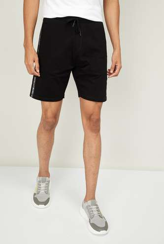 BOSSINI Men Solid Elasticated Shorts