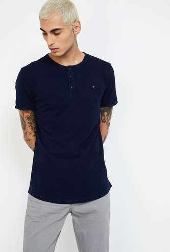 LOUIS PHILIPPE JEANS Solid Regular Fit Henley T-shirt