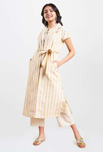 GLOBAL DESI Women Printed Straight Kurta with Cropped Pants and Jacket