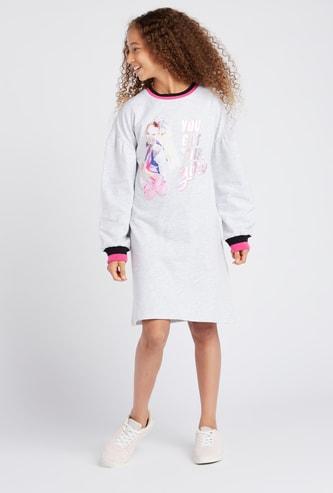 فستان كنزة بطول الركبة بياقة مستديرة وأكمام طويلة و طبعات جوجو سيوا