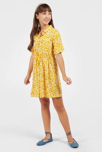 فستان قميص بطول الركب وأكمام قصيرة وطبعات أزهار