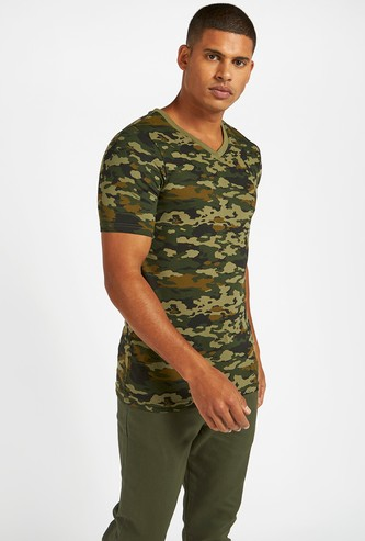 Camouflage Print T-shirt with V-neck and Short Sleeves