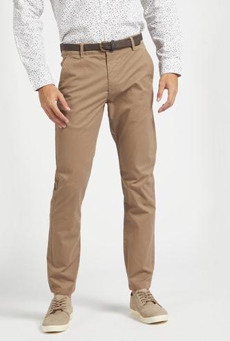 بنطلون شينو بخصر متوسط الارتفاع وطبعات بالكامل مع تفاصيل جيب وحلقات حزام