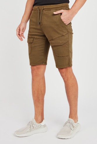 Slim Fit Solid Mid-Rise Cargo Shorts with Pocket Detail and Drawstring