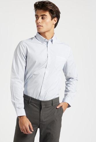 قميص بأكمام طويلة وجيوب وطبعات