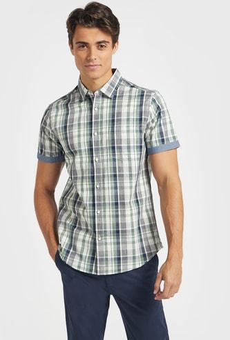 قميص كاروهات بياقة وقصّة عادية وأكمام قصيرة