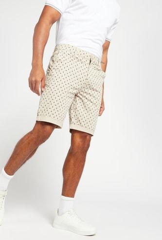 شورت بخصر متوسط الارتفاع وطبعات بالكامل مع تفاصيل جيب وحلقات حزام