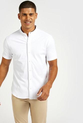 قميص سادة بياقة ماندارين وأكمام قصيرة