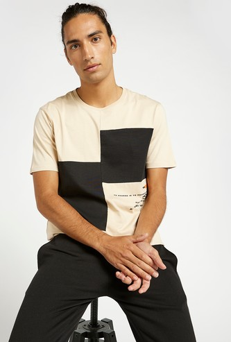 Slim Fit Contrast Panel T-shirt with Crew Neck and Short Sleeves