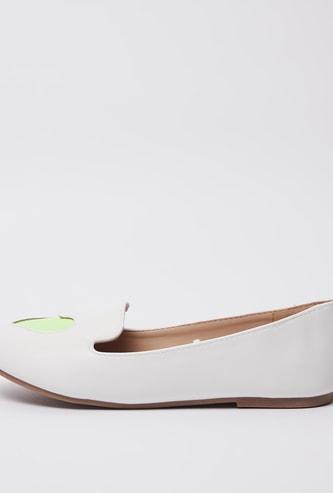 حذاء سهل الارتداء بتفاصيل قواطع مفرّغة