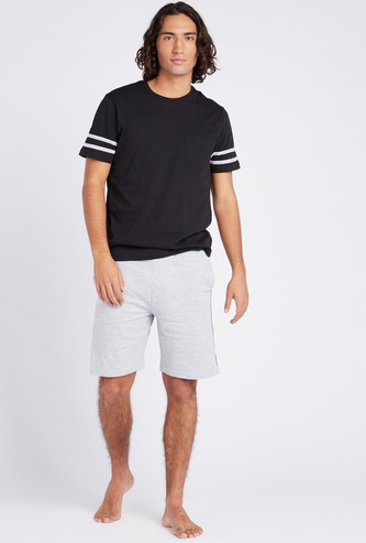 Solid Knitted Round Neck T-shirt and Contrast Shorts Set