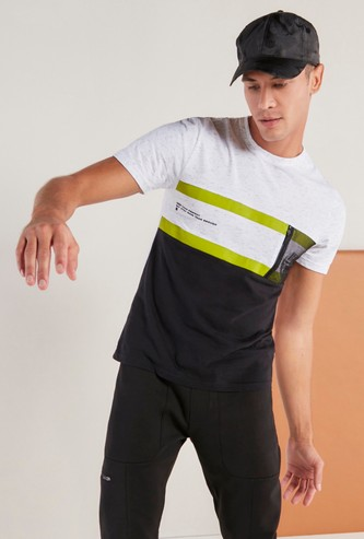 Panel Block T-shirt with Round Neck and Mesh Pocket