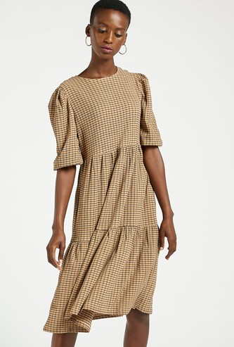 Checked Round Neck Tiered Midi Dress with Short Volume Sleeves