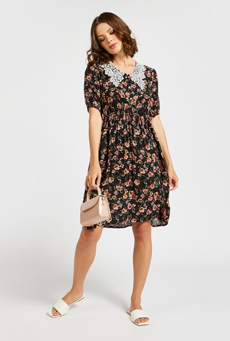 Floral Print A-line Knee Length Dress with Lace Collar