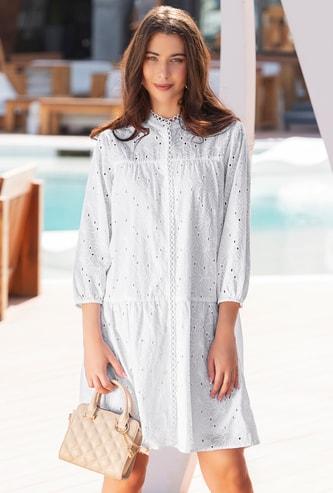فستان متعدد الطبقات بياقة عالية وأكمام بيشوب وتفاصيل شيفلي